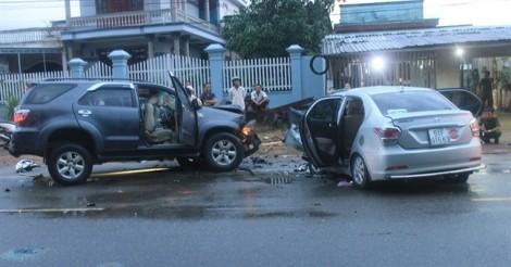 Hai ô tô va chạm nhau, 8 người thương vong