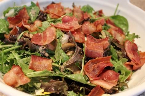 4 nguyên liệu phủ bề mặt salad nên tránh khi giảm cân (Phần 2)