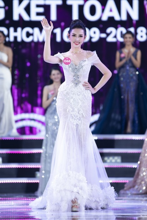 Nguyễn Thúc Thùy Tiên thay Á hậu Thúy An thi 'Hoa hậu Quốc tế 2018'