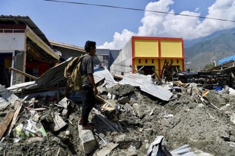 Thảm cảnh của những đứa trẻ 'màn trời chiếu đất' ở Sulawesi hậu địa chấn