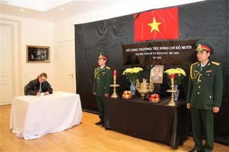 Lễ viếng và mở sổ tang nguyên Tổng Bí thư Đỗ Mười tại Pháp và Canada