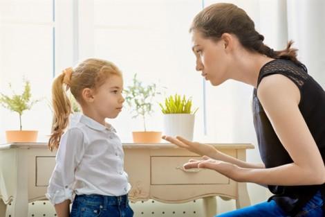 Quát mắng, đay nghiến khi con đánh mất đồ là hành động cực sai lầm của ba mẹ