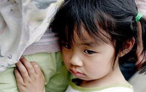 Cùng là con đẻ, sao ba mẹ yêu thương con mà ghẻ lạnh chị hai?
