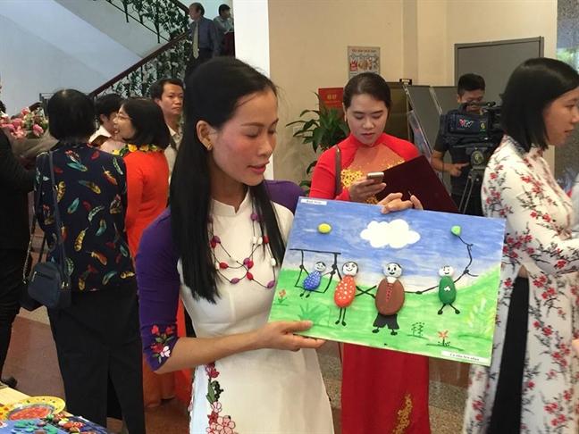Trao giai thuong Phu nu Viet Nam cho 5 tap the, 10 ca nhan
