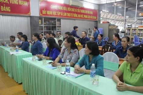 Quận 10: Ra mắt điểm bán rau sạch - an toàn ở chợ Hòa Hưng