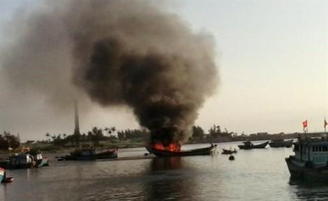 Tàu cá nổ ở Lý Sơn, 10 ngư dân thương vong