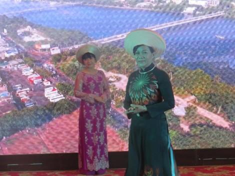'Người mẫu' bệnh nhân ung thư vú trình diễn áo dài Huế
