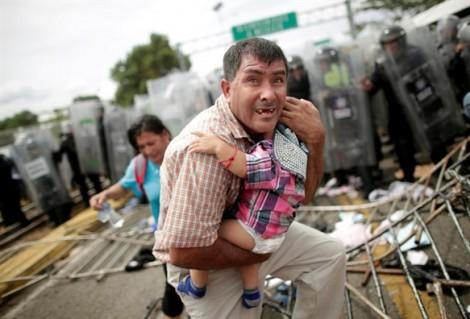 'Dòng sông' người di cư dồn về biên giới Mỹ lọt top ảnh nội bật trong tuần