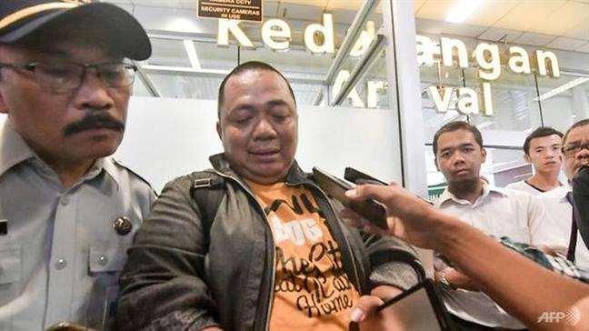 Vu roi may bay Indonesia: Nguoi dan ong thoat chet hy huu nho ket xe