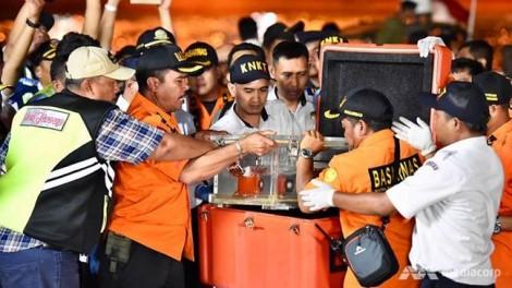 Vụ rơi máy bay Indonesia: Tìm thấy bộ phận hạ cánh của máy bay gặp nạn