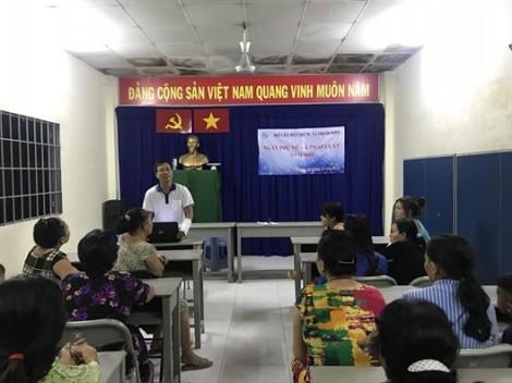 Huyện Nhà Bè: Đưa các kiến thức pháp luật về lao động đến nữ công nhân nhà trọ