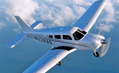Hai máy bay đụng nhau giữa không trung, một chiếc rơi xuống đất