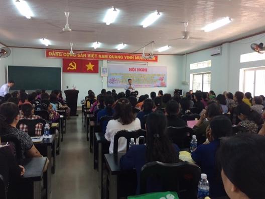 Huyen Hoc Mon: Trang bi ky nang nuoi day con thoi hien dai