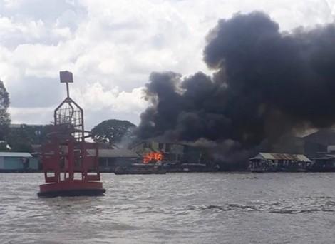Cháy lớn gần chợ nổi Cái Răng - Cần Thơ
