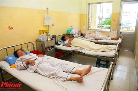 Sốt xuất huyết đột ngột tăng cao, vợ chồng, anh em đều nhập viện