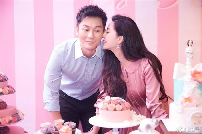 Lo anh Pham Bang Bang tuoi tinh mung sinh nhat sau scandal tron thue