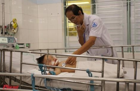 Chẩn đoán qua điện thoại, bác sĩ cứu sống hai bé trai bị tay chân miệng nặng