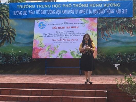 Hon 1.000 nu sinh quan 5 nghe bao cao chuyen de 'Net dep phu nu'