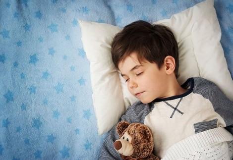 Muốn con khỏe mạnh, cha mẹ đừng lơ là giấc ngủ của con