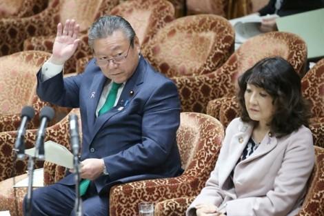 Bộ trưởng An ninh mạng của Nhật thừa nhận chưa bao giờ dùng… máy tính