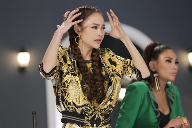 One shot voi man thu thach 'Ngon kho cuong' khien bo ba HLV va dan thi sinh boi roi tai tap 6 The Face