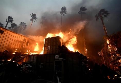 Cháy rừng kinh hoàng ở California lọt top ảnh nổi bật trong tuần