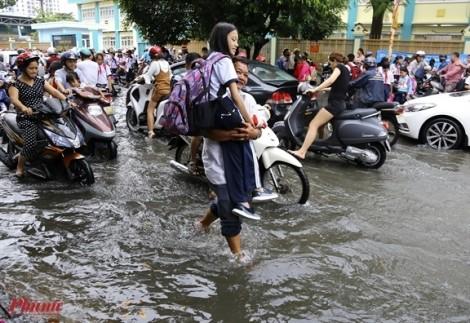 Học sinh TP.HCM sẽ nghỉ học nếu áp thấp nhiệt đới diễn biến phức tạp