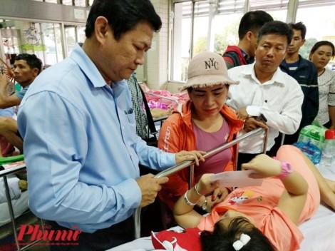 Lãnh đạo UBND TP.HCM thăm học sinh bị tai nạn sập giàn giáo