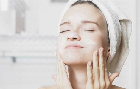 Hướng dẫn rửa mặt đúng cách với quy trình 6 bước