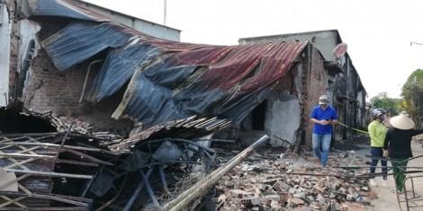 Lật xe bồn, 19 ngôi nhà cháy rụi, 6 người chết tại chỗ