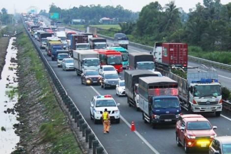 Lại tai nạn liên hoàn, 5 ô tô tông nhau trên cao tốc Trung Lương