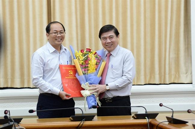 Ong Duong Hong Thang lam Chu tich UBND huyen Hoc Mon
