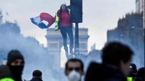 Pháp: Biểu tình chống tăng giá xăng biến thành bạo loạn ở Paris