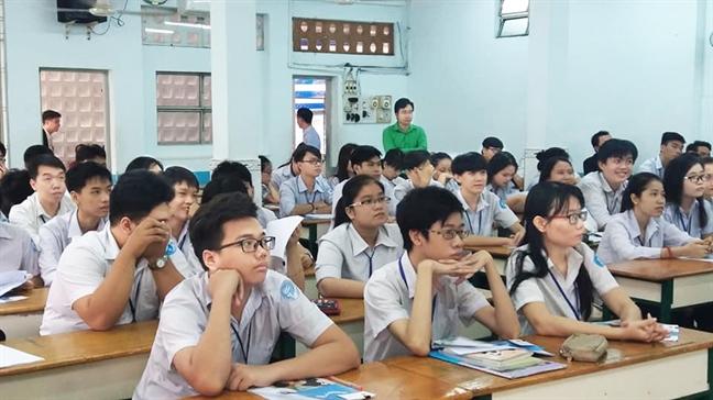 Giao duc thuong xuyen: Khong con la noi hung hoc sinh ca biet