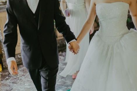 Hoang mang khi vợ thú nhận 'say nắng' đồng nghiệp