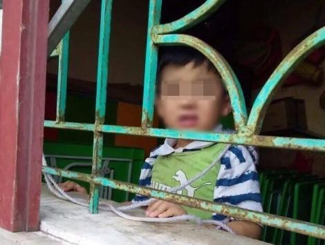 Thực hư việc bé trai 4 tuổi bị buộc dây treo lên cửa sổ ở trường mầm non