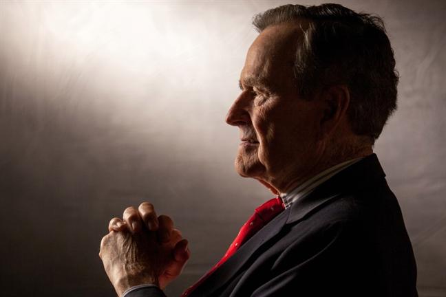 Nhung chiem nghiem ky la cua George H.W. Bush ve cai chet