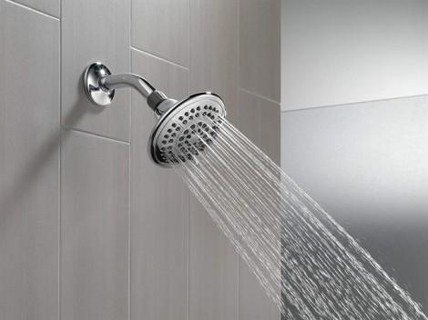 Nguy cơ nhiễm trùng phổi từ vật dụng quen thuộc trong nhà tắm