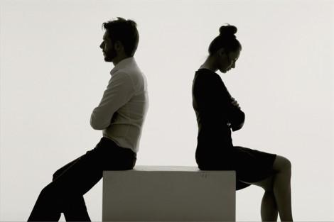 Ly hôn xong mới biết chồng lén mua nhà cho bồ nhí, phải làm sao?