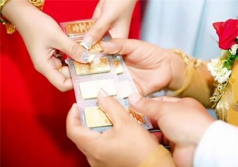 Gửi vàng cưới cho mẹ chồng, con dâu tá hỏa khi đòi lại