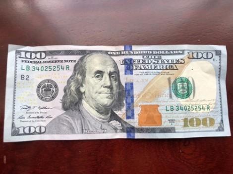 Một chủ tiệm vàng bị phạt 40 triệu đồng vì mua bán 100USD