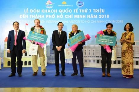 Đón vị khách thứ 7 triệu đến với Sài Gòn - TP.HCM 320 năm tuổi
