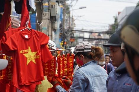 Bày bán mặt nạ HLV Park Hang-seo, Quang Hải, Công Phượng trước trận chung kết