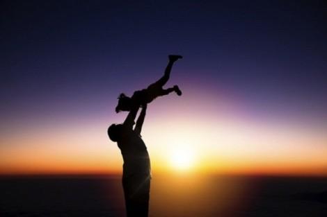 Bất đồng quan điểm với bố và em chồng, vợ tôi kiên quyết đòi chuyển đi xa sống