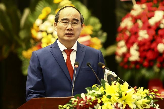 Ban Dan y Trung uong cuc mien Nam nhan danh hieu Anh hung