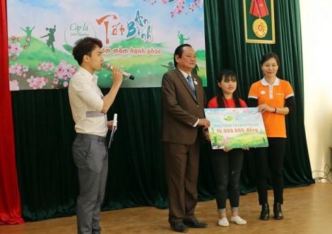 ABBank mang tết đến trẻ em nghèo Sơn La