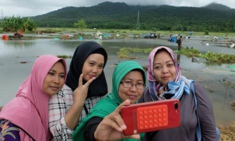 Vụ sóng thần tại Indonesia: Càng đổ nát càng nhiều...like?