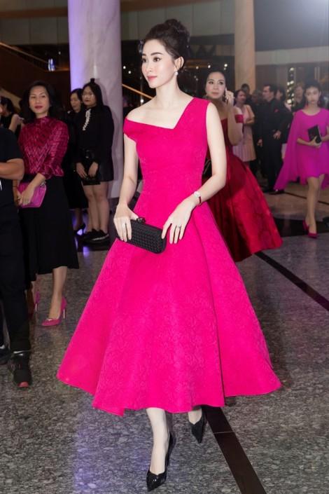 Hoa hậu Đặng Thu Thảo tái xuất rạng rỡ trong đêm tiệc hồng