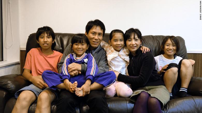 Thi tran Nhat Ban tra tien cho nguoi dan de sinh con