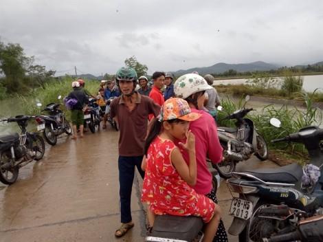 Hàng ngàn người dân vùng rốn lũ Phú Yên khốn khổ tìm nơi trú ẩn